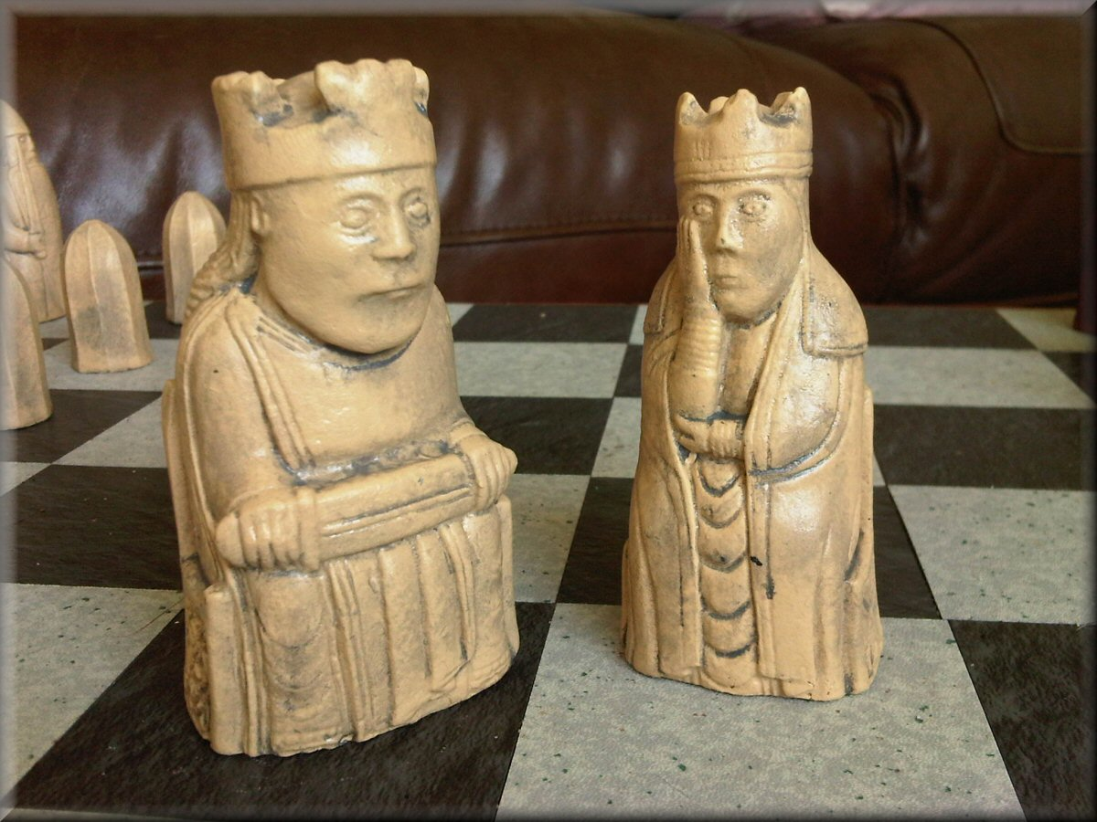 Authentic british museum replica isle of lewis chess set with two extra queens - Lewis chessmen set ...